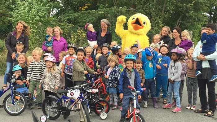 Børn og maskotten Cykelanton