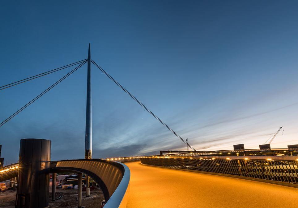Billede af byens bro.