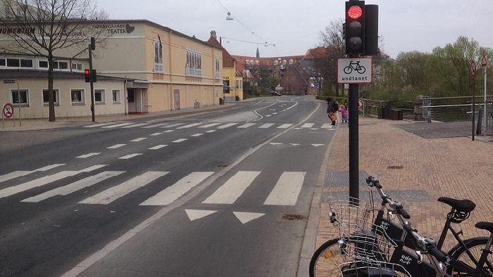 Kørsel for rødt i T-kryds
