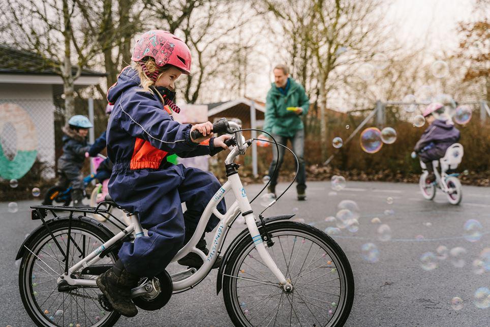 Cykelleg i Børnehuset Svanen.